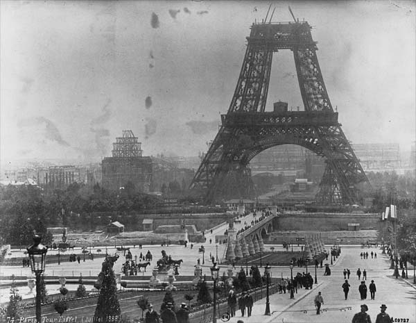 Construction-of-the-Eiffel-tower-in-July-1888