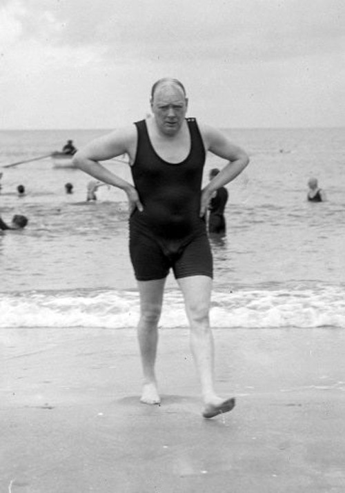 Winston-Churchill-in-a-swimsuit-1922